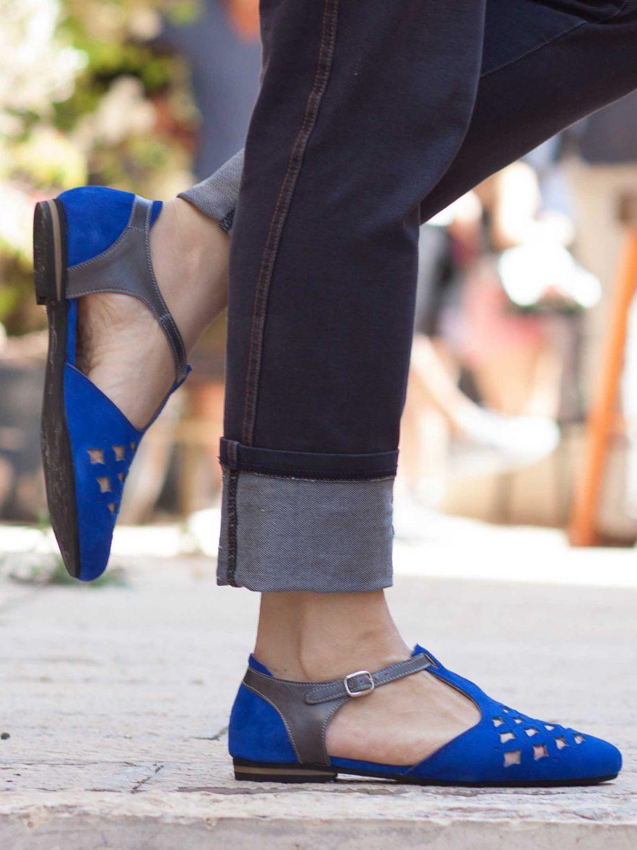 סנדלים כחולים