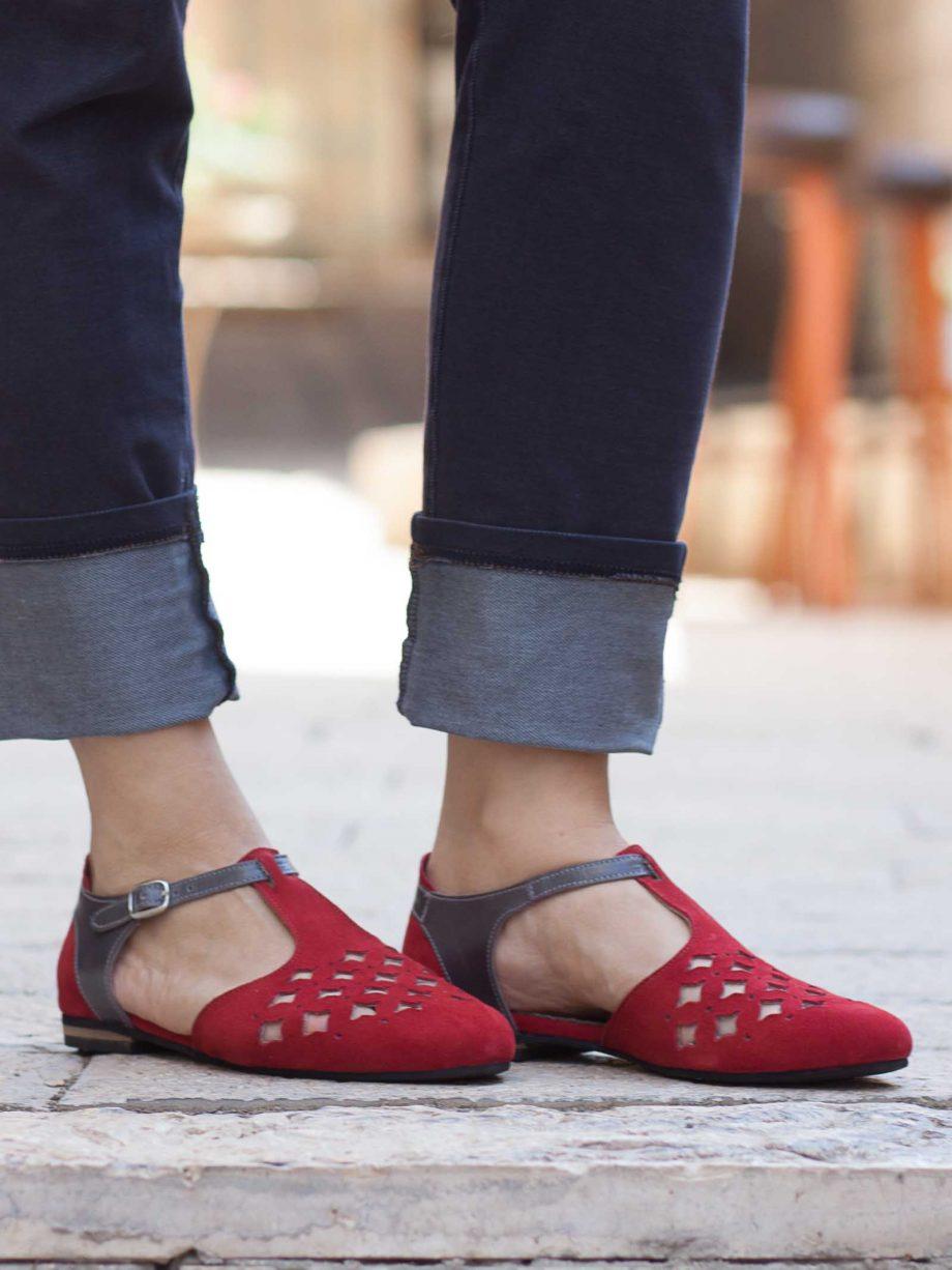 סנדלי נשים אדומים